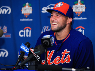 Tebow hits 9 homers during batting practice