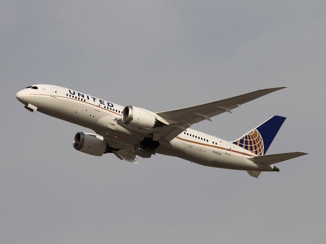 United Airlines Bumps Woman From Flight, Gives Her $10000 Travel Credit
