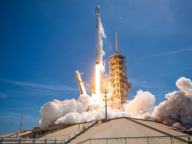 SpaceX launches recycled rocket, supply capsule for NASA