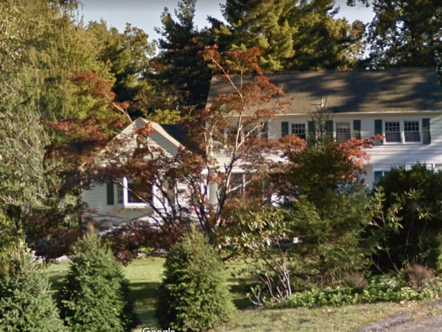 Fire breaks out near hillary bill clinton 39 s home in new for Clinton house new york