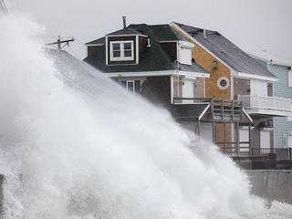 PHOTOS: 'Bomb cyclone' pounds east coast