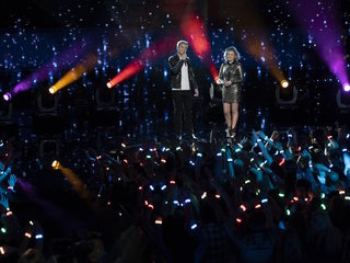 'American Idol' final 2 announce they are dating